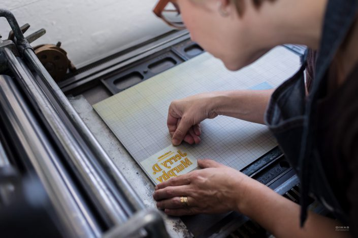 artisan-at-letterpress-print-shop-laconnor-washington-studio-suadade-design